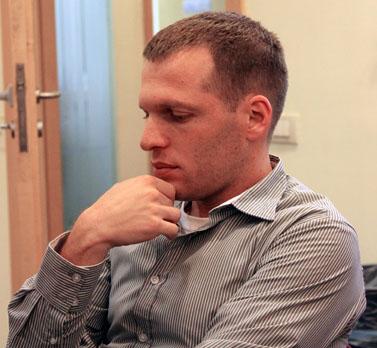 """מנכ""""ל חברת החדשות של ערוץ 10 אורי רוזן (צילום: עידו קינן, חדר 404, רשיון cc-by-sa)"""