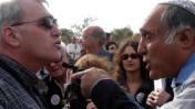 משה זר (מימין) מתעמת עם פעילי שלום-עכשיו בחוות-גלעד שבשומרון (צילום ארכיון: 2003)