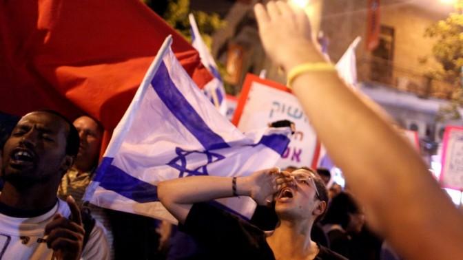 מפגין בירושלים, אתמול (צילום: ליאור מזרחי)