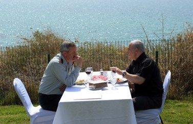 """ראש הממשלה בנימין נתניהו והרמטכ""""ל בני גנץ, שלשום בגבעת-אולגה (צילום: אבי אוחיון, לע""""מ)"""