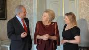 """מלכת הולנד ביאטריס עם בנימין נתניהו, ראש ממשלת ישראל, ורעייתו שרה, אתמול בהאג (צילום: עמוס בן-גרשום, לע""""מ)"""