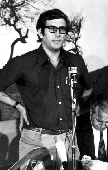 """שנות השישים, מחזר אחרי העיתונות: אולמרט בראשית דרכו הפוליטית (צילומים: ארכיון """"מעריב"""", עוזי קרן, מוטי קמחי, רויטרס)"""