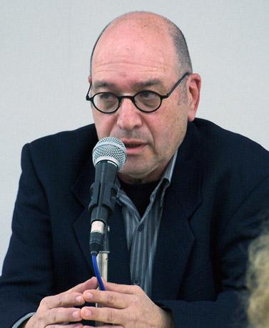 """אמיר אורן, עיתונאי """"הארץ"""" (צילום: """"העין השביעית"""")"""