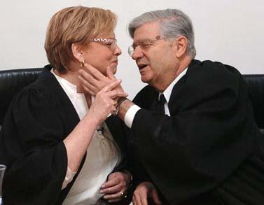 השופטים אהרן ברק ודורית ביניש בטקס הפרידה של ברק מבית-המשפט העליון. 14.9.06 (צילום: פייר טרדג'מן)