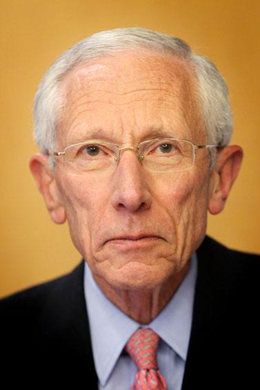 נגיד בנק ישראל סטנלי פישר מודיע על פרישה, אתמול (צילום: מרים אלסטר)