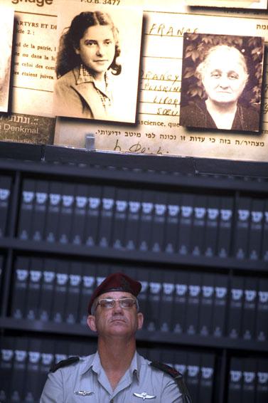 """הרמטכ""""ל רב-אלוף בני גנץ בטקס זיכרון במוזיאון יד-ושם, השבוע (צילום: ליאור מזרחי)"""