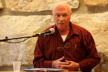 ניצול השואה מרדכי ויזל מעיד בפני ועדה מיוחדת לבדיקת מצבם של ניצולי השואה. יד-ושם, פברואר 2008 (צילום: קובי גדעון)