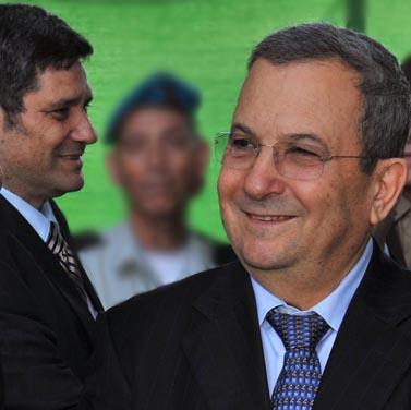 שר הביטחון אהוד ברק וראש מטה משרד הביטחון יוני קורן (צילום: אריאל חרמוני, משרד הביטחון)