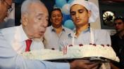 """נשיא המדינה שמעון פרס חוגג יום הולדת, אתמול בירוחם (צילום: מארק ניימן, לע""""מ)"""