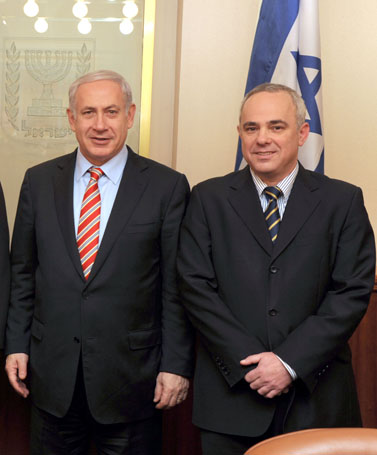 """שר האוצר יובל שטייניץ וראש הממשלה בנימין נתניהו, היום (צילום: משה מילנר, לע""""מ)"""
