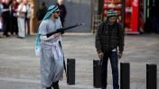 ישראלים מחופשים בירושלים, שלשום (צילום: סלימאן ח'אדר)