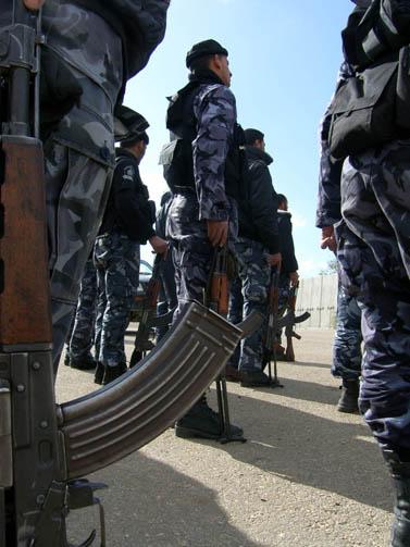 כוחות חמאס בתרגיל אימונים בעזה (צילום: פלאש 90)