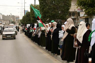"""ה""""אין סיפור"""". נשים פלשתיניות אתמול בעזה (צילום: פלאש 90)"""
