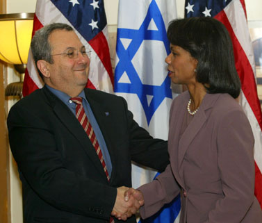 מזכירת המדינה האמריקאית, קונדליזה רייס, ושר הבטחון אהוד ברק. 5 למרץ (צילום: פלאש 90)