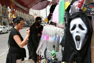 חנות תחפושות, השבוע בירושלים (צילום: פלאש 90)