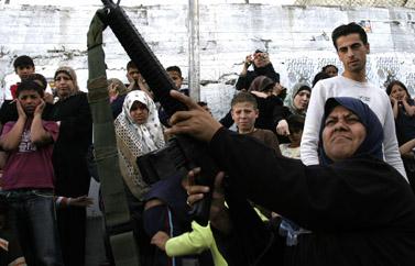 מצעד חמאס במחנה בלאטה, אתמול (צילום: פלאש 90)