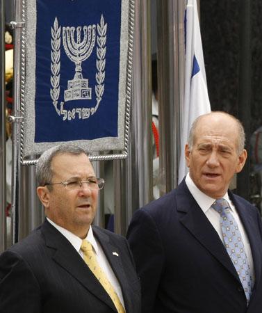 מימין: ראש הממשלה אהוד אולמרט ושר הביטחון אהוד ברק (צילום: מיכל פתאל)