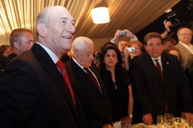 תנו לו תרומה. ראש הממשלה באירוע התרמה אתמול בירושלים (צילום: קובי גדעון)