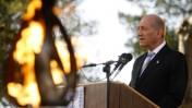 ראש הממשלה אהוד אולמרט נואם בטקסם זיכרון בגבעת-התחמושת, שלשום (צילום: אוליבייה פיטוסי)