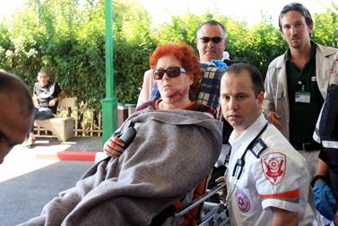 אסתר צור, שנפגעה אתמול ביד-מרדכי מפגיעת קסאם (צילום: אדי ישראל)