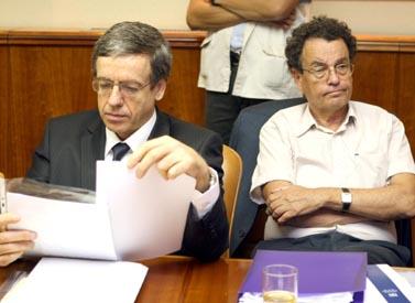 שר המשפטים דניאל פרידמן (מימין) והיועץ המשפטי לממשלה מני מזוז, אתמול בישיבת הקבינט (צילום: פלאש 90)
