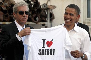 הסנטור ברק אובמה וראש עיריית שדרות אלי מויאל אתמול בשדרות (צילום: אדי ישראל)