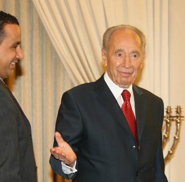 נשיא המדינה מקבל את פני חברי קדימה בבית הנשיא, אתמול (צילום: אנה קפלן)