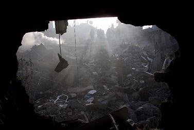 """שרידי ביתו של בכיר חמאס ניזאר ריאן, שחוסל על ידי צה""""ל (צילום: פלאש 90)"""
