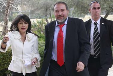 """יו""""ר ישראל ביתנו אביגדור ליברמן מגיע לבית הנשיא, היום (צילום: אוליביה פיטוסי)"""