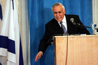 משה קצב, לשעבר נשיא מדינת ישראל, במסיבת עיתונאים אתמול בקריית-מלאכי (צילומים: אדי ישראל)