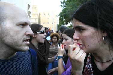 עימותים בין משתתפי מצעד הגאווה בירושלים והמוחים נגדו, יוני 2007 (צילום: נתי שוחט)