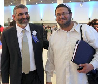 """ח""""כ מיכאל בן-ארי (משמאל; האיחוד-הלאומי) ועוזרו הפרלמנטרי איתמר בן-גביר (צילום: יוסי זמיר)"""