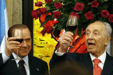 הנשיא פרס וראש הממשלה ברלוסקוני, אתמול בבית הנשיא בירושלים (צילום: מרים אלסטר)