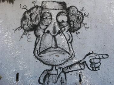 גרפיטי של קדאפי ברחובות מיסרטה, לוב (צילום: רופאים למען זכויות אדם, רישיון cc)