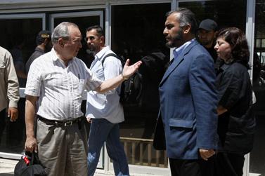 ריצ'רד גולדסטון (משמאל) נפגש עם נציג החמאס גאזי חמאד ברפיח. 1.6.2009 (צילום: פלאש90)