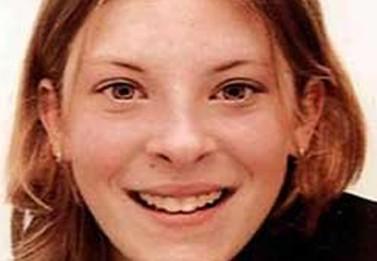 """מילי דאוולר, הנערה בת ה-13 שהתא הקולי של הטלפון הסלולרי שלה נפרץ, לפי החשד, על-ידי אנשי """"ניוז אוף דה-וורלד"""". דאוולר נחטפה ונרצחה על-ידי רוצח סדרתי"""