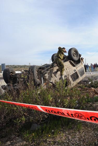 זירת הפיגוע אתמול בשומרון (צילום: פלאש 90)