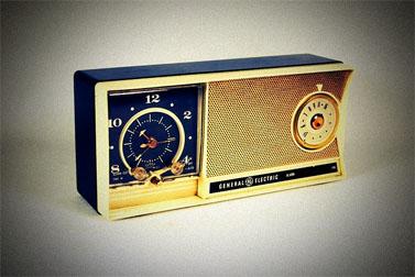 רדיו טרנזיסטור של ג'נרל-אלקטריק, 1959 (צילום: רוד סייד פיקצ'רז, רישיון cc-by-nc-2.0)