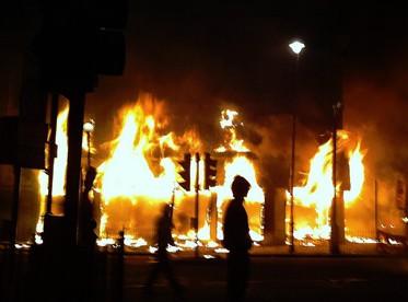 מהומות בטוטנהם, לונדון. 6.8.11 (צילום: ביקון רדיו, רישיון cc)