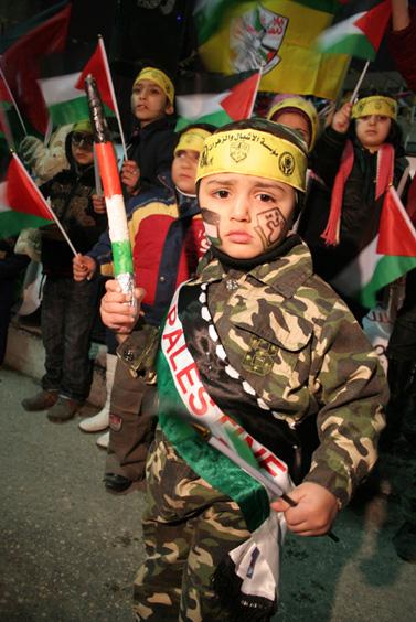 חגיגות יום ייסוד תנועת הפתח, אתמול בחברון (צילום: פלאש 90)