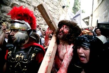 שחזור מסעו של ישוע הנוצרי בדרך לצליבתו (צילום: אביר סולטן)