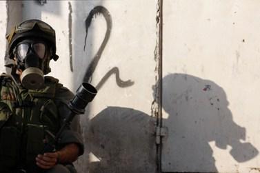 חייל ישראלי בקלנדיה, אתמול (צילום: מרים אלסטר)
