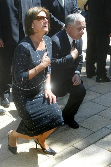 נשיא פולין ורעייתו, שנספו אתמול בהתרסקות מטוס, בעת ביקור ביד-ושם בשנת 2006 (צילום: אוליביה פיטוסי)