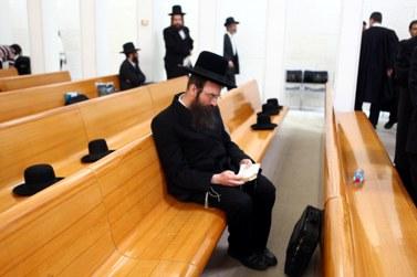 חרדי בבית-המשפט העליון, אתמול (צילום: אביר סולטן)