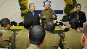 שר הביטחון אהוד ברק והאלוף יואב גלנט מתארחים אצל גדוד גולני, 7.4.09 (צילום: משרד הביטחון)