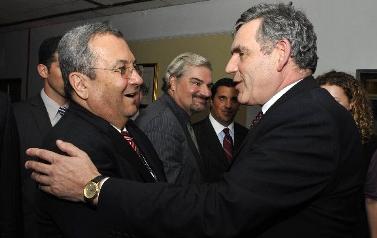 שר הביטחון אהוד ברק נפגש עם ראש ממשלת בריטניה גורדון בראון, אתמול בברייטון (צילום: אריאל חרמוני)