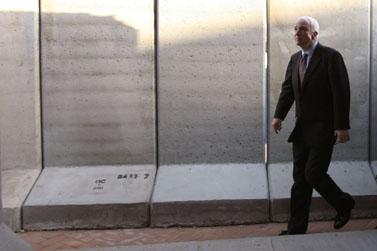 הסנטור ג'ון מקיין בביקור בשדרות, 19 במרץ (צילום: אוריאל סיני)
