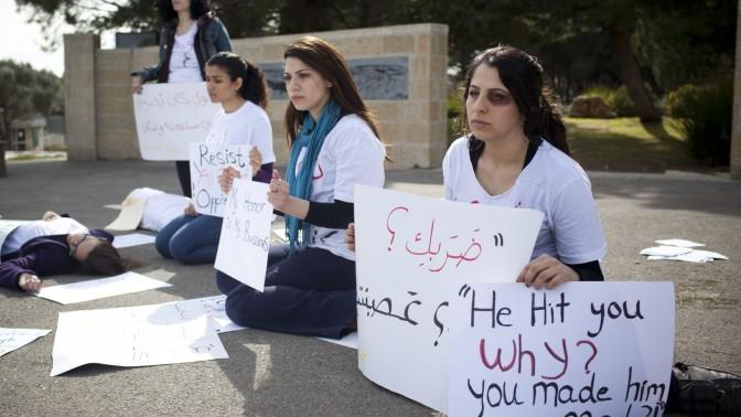 הפגנה לרגל יום האשה הבינלאומי, 7.3.12 (צילום: יונתן זינדל)