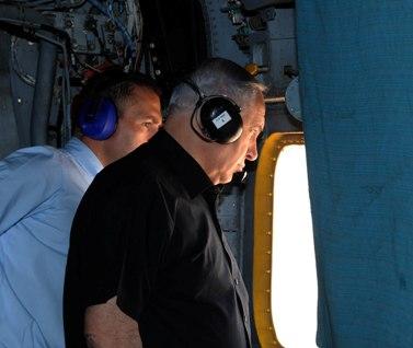 """השר גלעד ארדן וראש הממשלה בנימין נתניהו (מלפנים). 27.6.11 (צילום: אבי אוחיון, לע""""מ)"""
