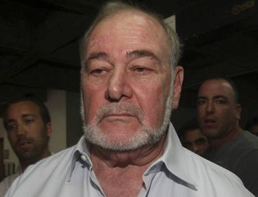 אברהם הירשזון יוצא מבית-המשפט לאחר הקראת גזר דינו, אתמול (צילום: רוני שיצר)